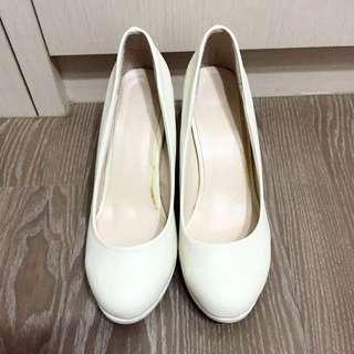 免運 全新白色素面高跟鞋