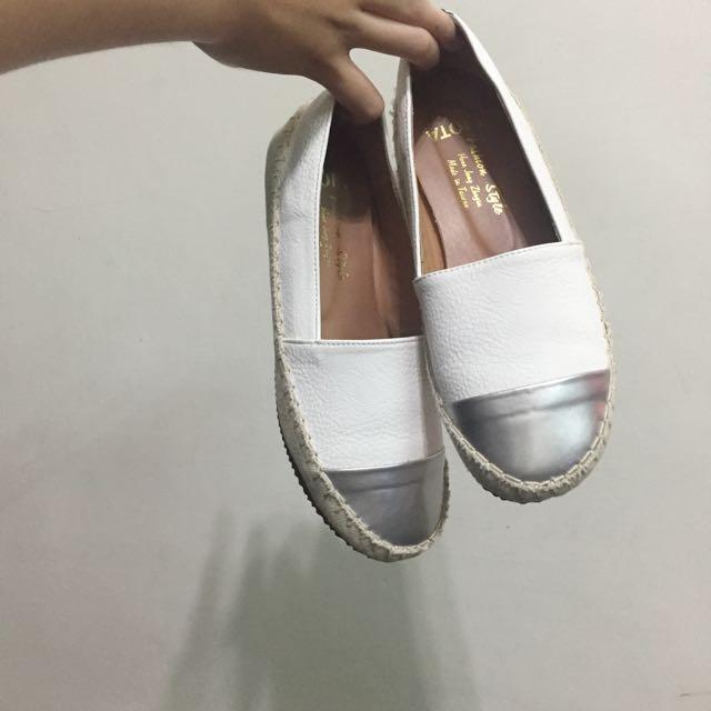 百搭小白鞋 九成新 23.5