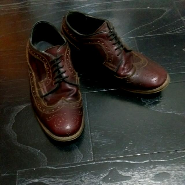 ASOS酒紅雕花皮鞋
