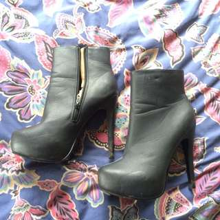 Black Heeled Rubi Shoes