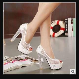 Clear Heel Glitter Pumps