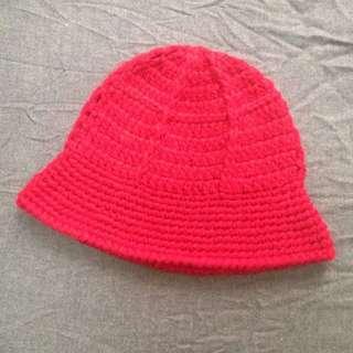 正紅色麻花編織毛線帽