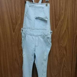 淺色吊帶長褲