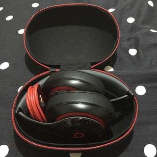 b牌耳罩式耳機