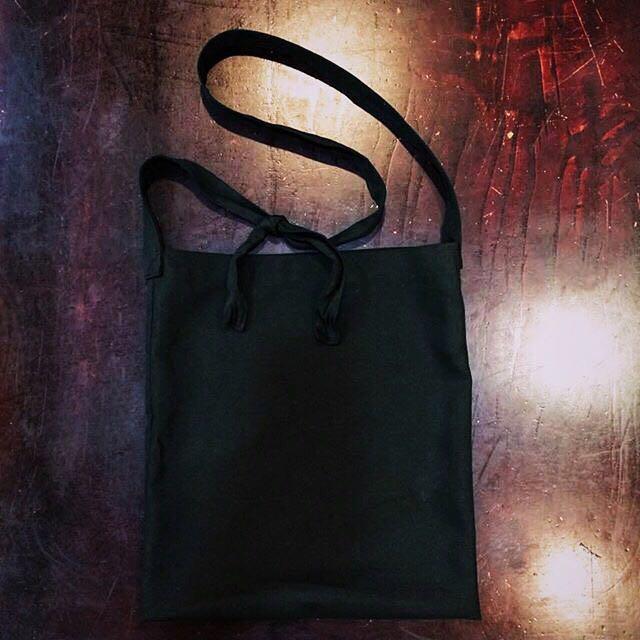 (預定)黑色可調式長側斜背背包