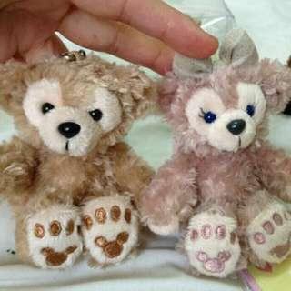 🚚 東京迪士尼 基本款 達菲熊&雪莉玫 坐姿吊飾