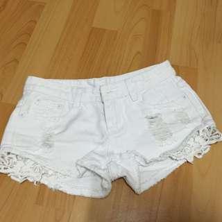 全新白色短褲 破損.蕾絲