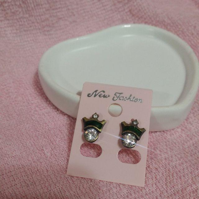 (全新)亮鑽綠色皇冠耳環