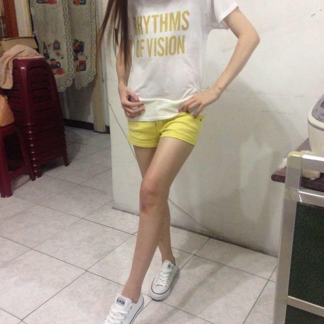 簡單T恤 黃色熱褲