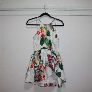 Backless floral dress size 6-8,