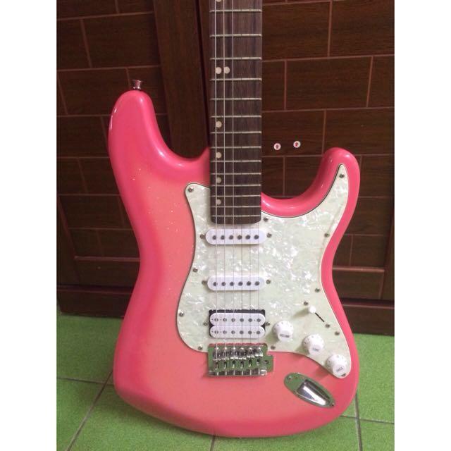 少女粉紅色電吉他