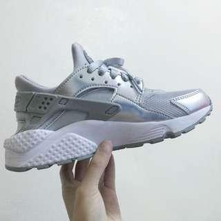 Nike Air Huarache 銀武士 尺寸23.5號 腳長22.5-23cm適穿 9.9成新