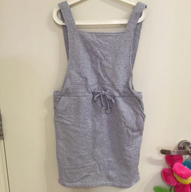 淺灰色吊帶裙
