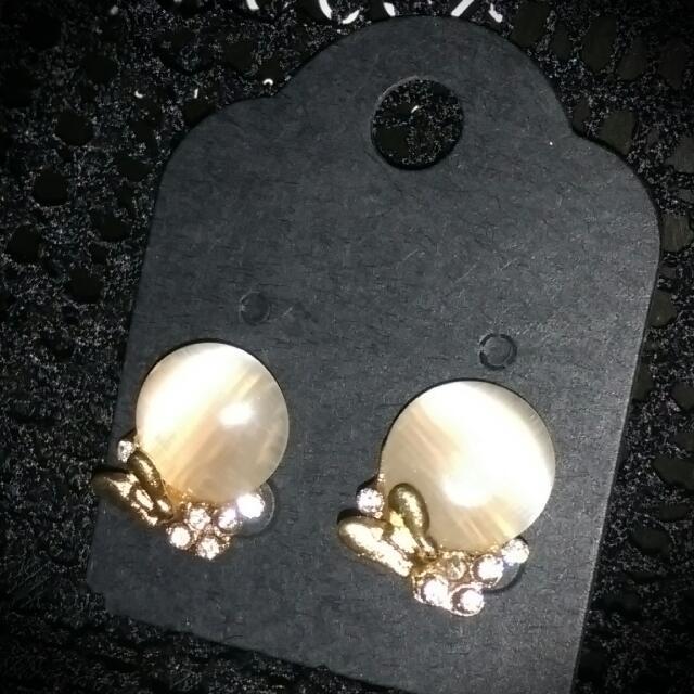 【現貨】珍珠白 鑲蝴蝶 耳飾