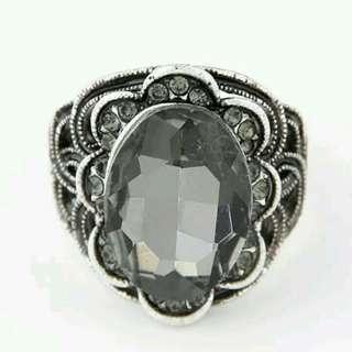 雕花寶石戒指