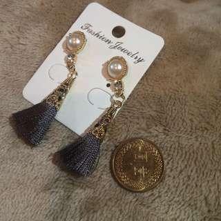 現貨)韓時尚深灰珍珠中長款流蘇耳環