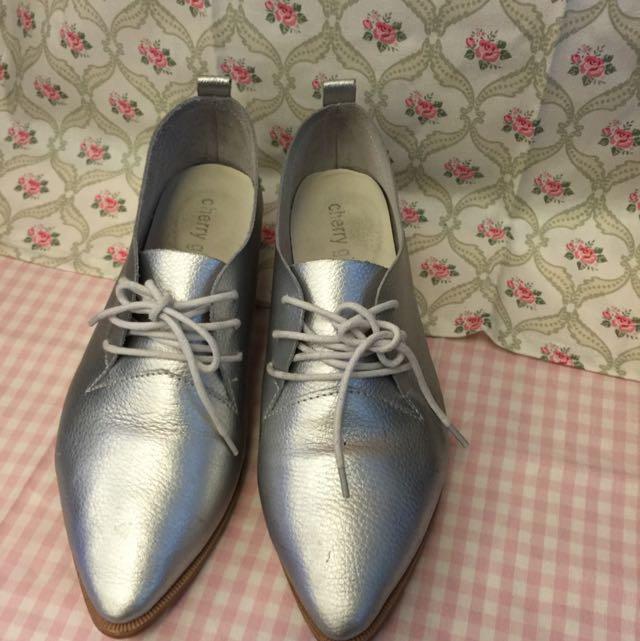 正韓真皮尖頭銀色平底鞋