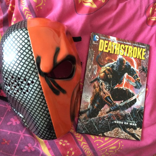Deathstroke Mask + Volume 1