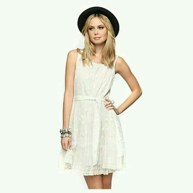9d3db87408c Forever 21 (F21) White Lace Dress