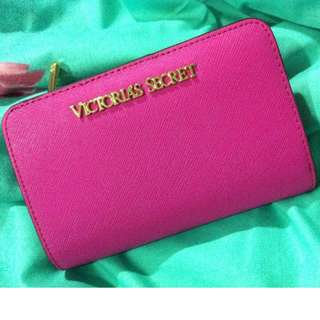 Looking 4 Desperately : Victoria Secret Luxe Mini Snap Wallet 2015 (Roughly The Size Of Iphone 6)