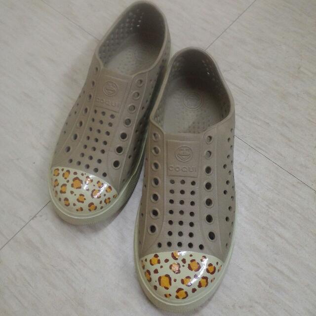 九成新豹紋手繪洞洞鞋