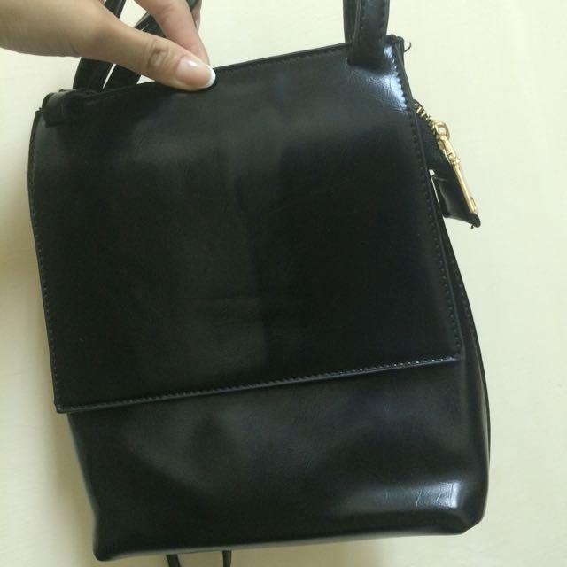 側背黑色包包