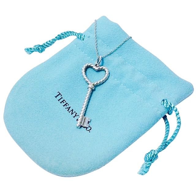 4debdde9f Authentic Tiffany and Co. Twist Heart Key Pendant Necklace, Women's Fashion  on Carousell