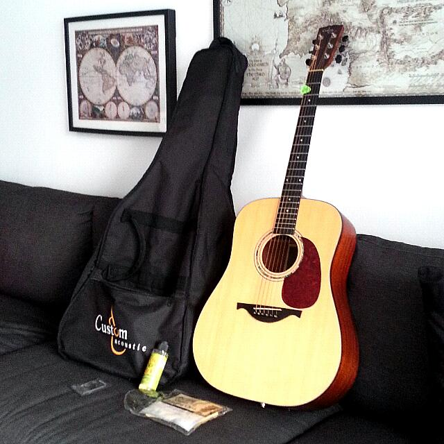 Electro Acoustic Guitar of brand Custom and Accessories.