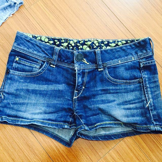 Levi's顯瘦丹寧牛仔短褲