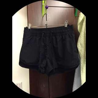 H&M黑運動短褲