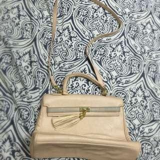 正品ALDO膚色/粉色流蘇凱莉磁扣翻蓋手提包/肩背包