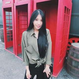 🚚 韓 墨綠滑料襯衫