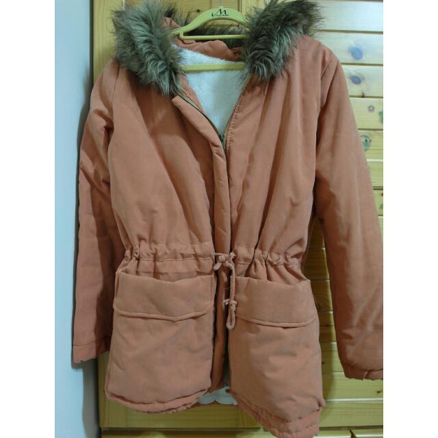橘色鋪棉外套