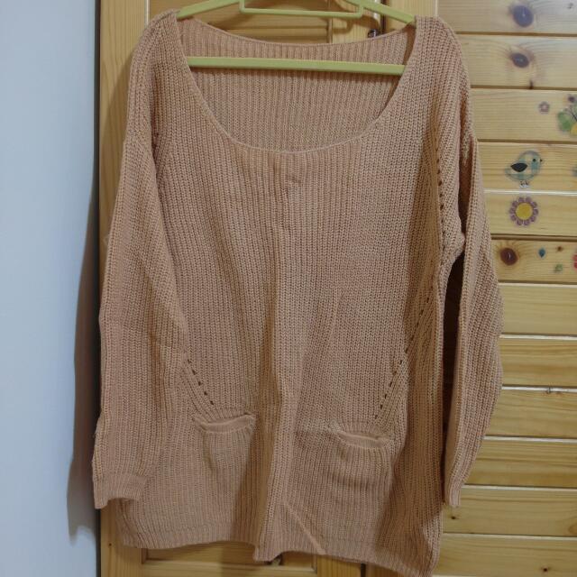 大圓領粉橘色長版毛衣