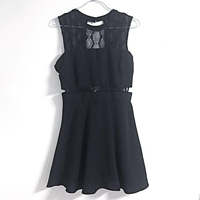 黑色蕾絲側露腰洋裝(可小刀🔪)