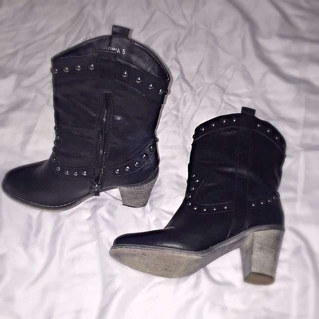 Novo Boots Size 5