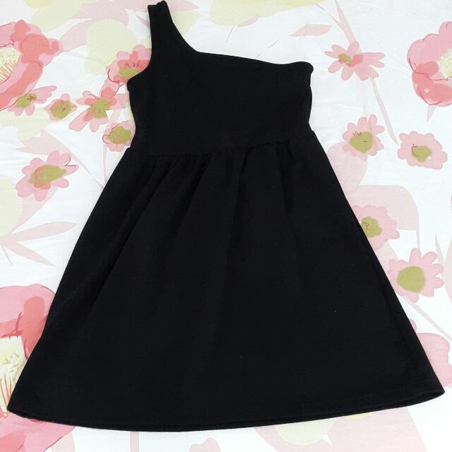 Short Simple Dress (Off One Shoulder)