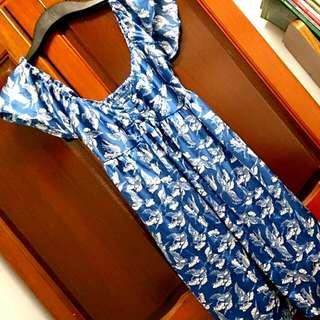 緞面大U領小洋裝