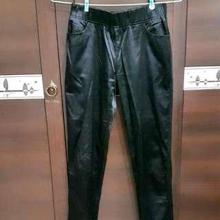 (二手)黑色滑面長褲
