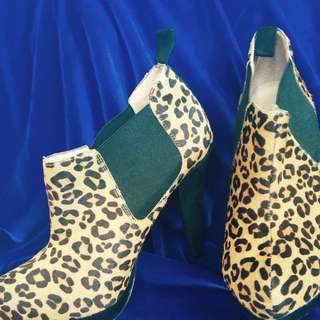Ankle Ladies Boots  Made Of Leather Size 37