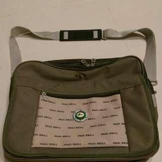 軍綠色硬質帆布防水側背包