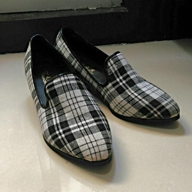 👠英倫格紋中跟鞋