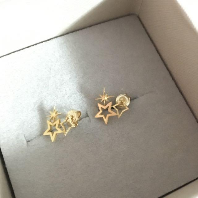 二手。韓國帶回 金色星星耳環。很會過敏的耳朵卻很愛買漂亮耳環😱已清潔消毒。