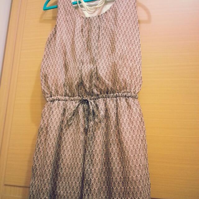 九成新 【附內裡,U領無袖氣質蕾絲點綴小洋裝】