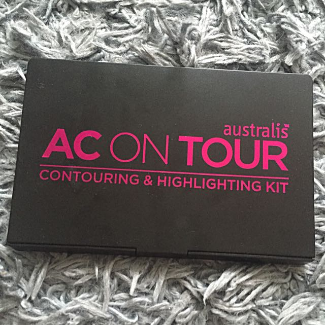 *Under Offer*Never Used Australis AC ON TOUR Contouring & Highlighting Kit