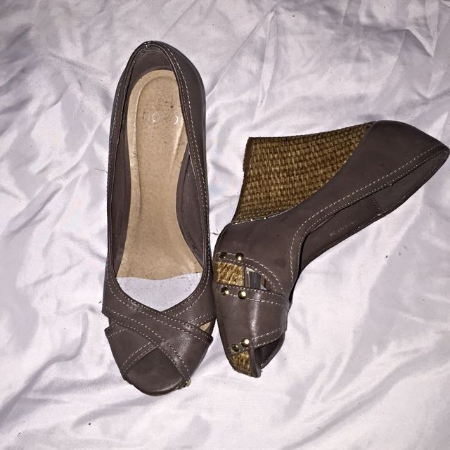 Novo Wedge Heels Size 7