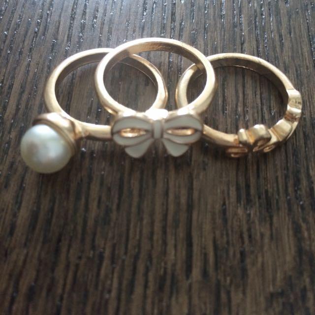 Pretty Gold Rings Set
