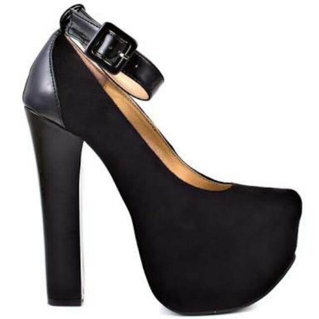 Size 6-7 Luichiny- Platform heels in black
