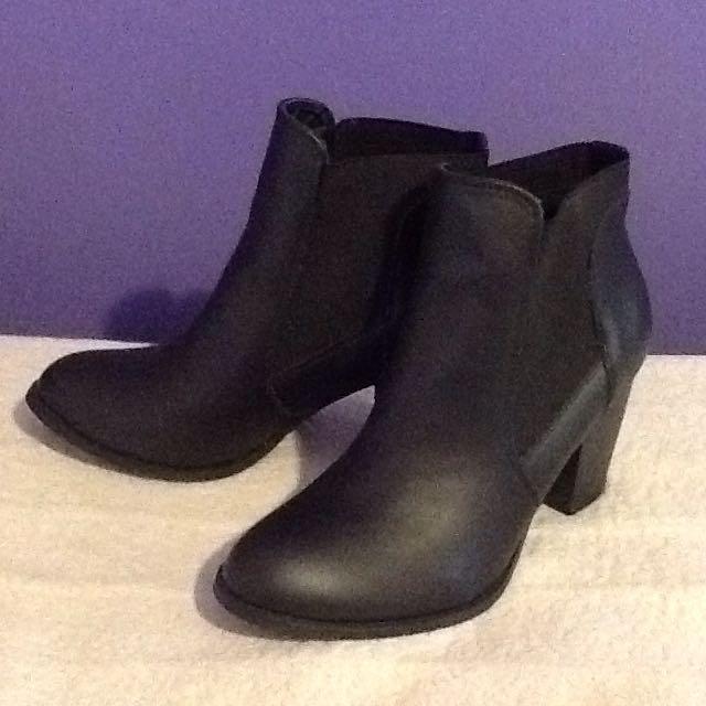 Size 9 London Rebel Black Heel Ankle Boot