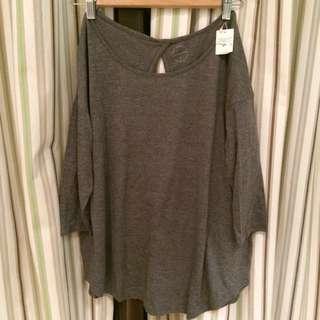 降價含運↘️全新 Lowrys Farm灰色背挖空七分上衣